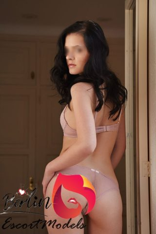 Alina, 20 years old American escort in Berlin