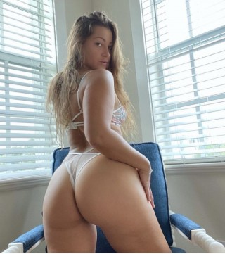 Coralie, 23 years old French escort in Amiens